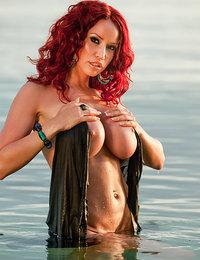 hot babes nude photos